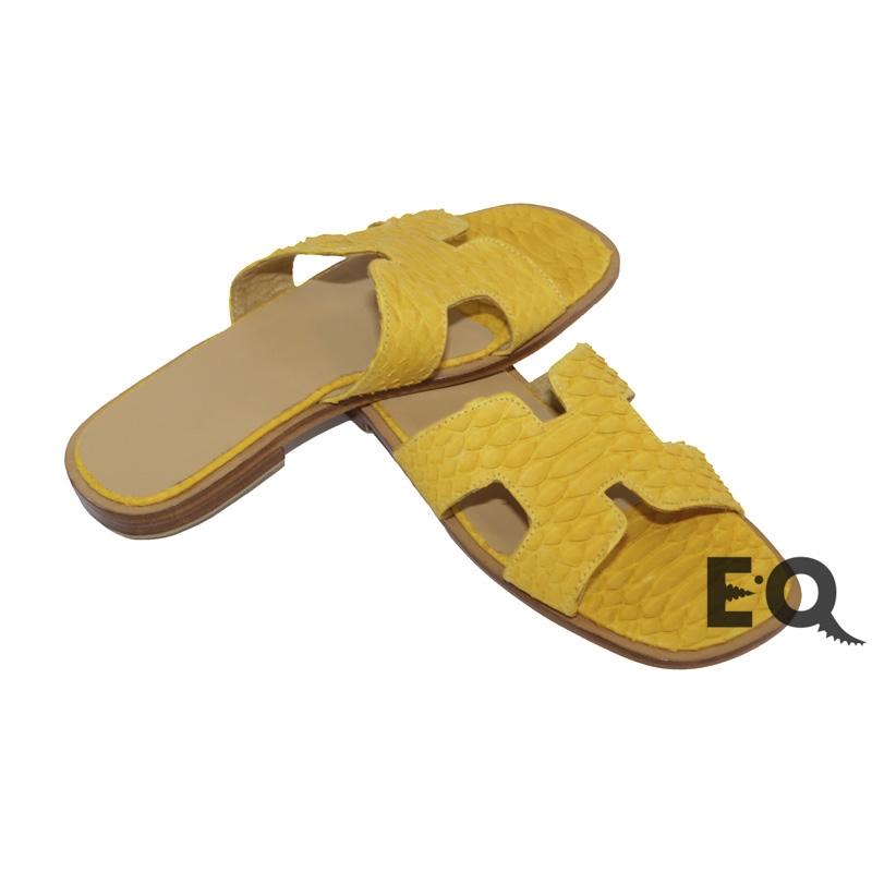Желтые сабо из питона