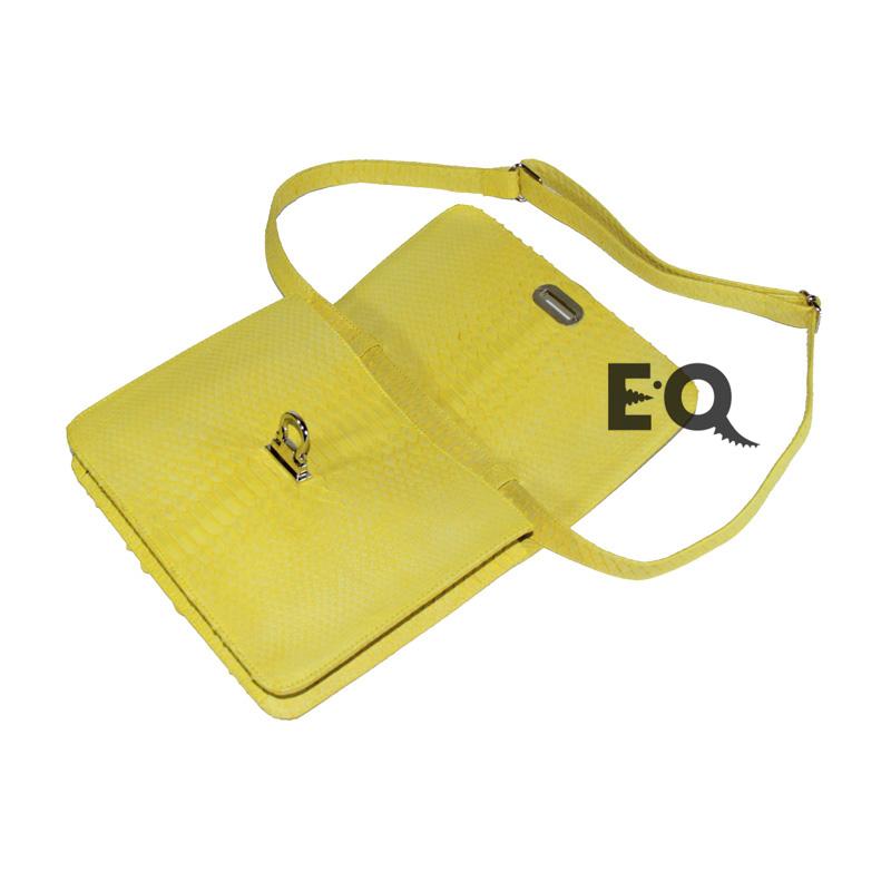 Желтая сумочка из питона