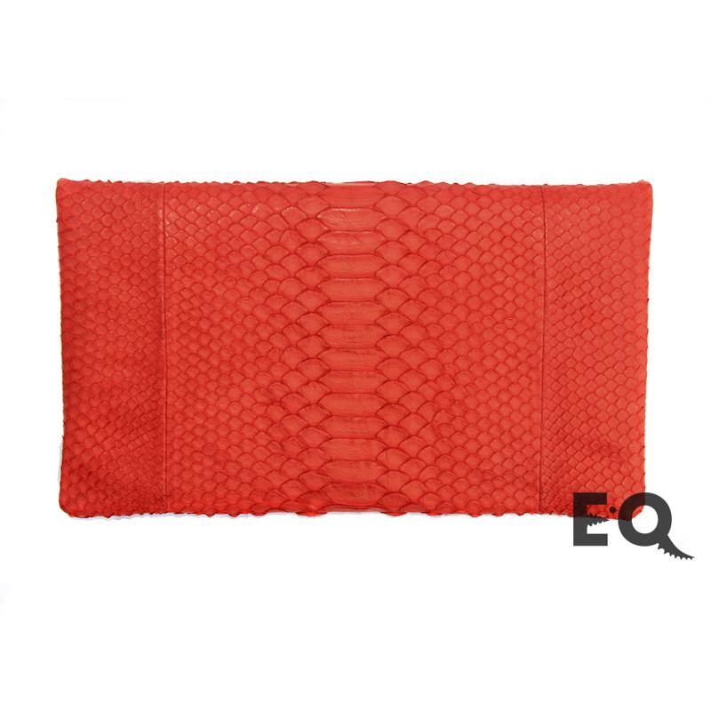 Красный клатч из питона