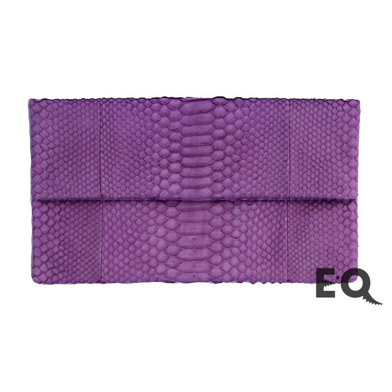 Фиолетовый клатч из питона