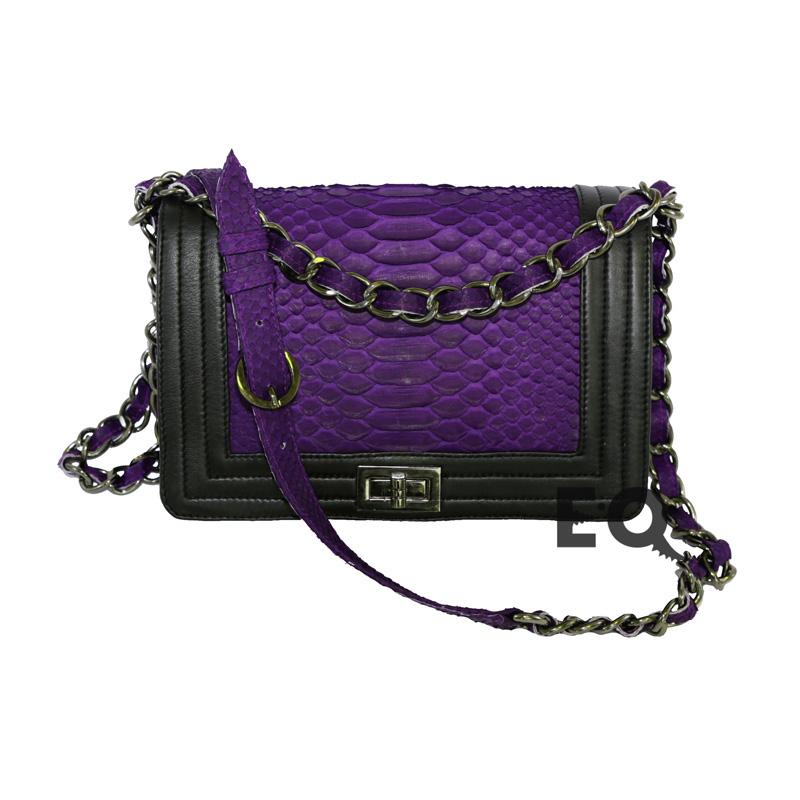 8f868a4ef451 Купить темно-фиолетовую сумочку Chanel Boy (Шанель Бой) из кожи ...
