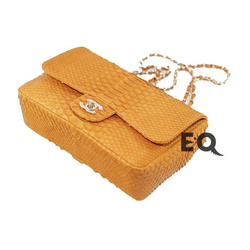Оранжевая сумочка Chanel из питона