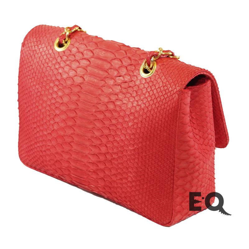 Красная сумочка из питона