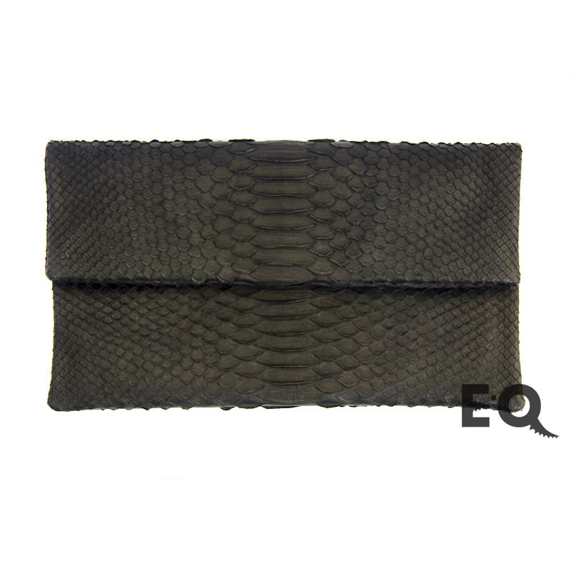 857548b5458f Купить черный клатч из кожи питона в интернет-магазине EXOBUTIQ с ...