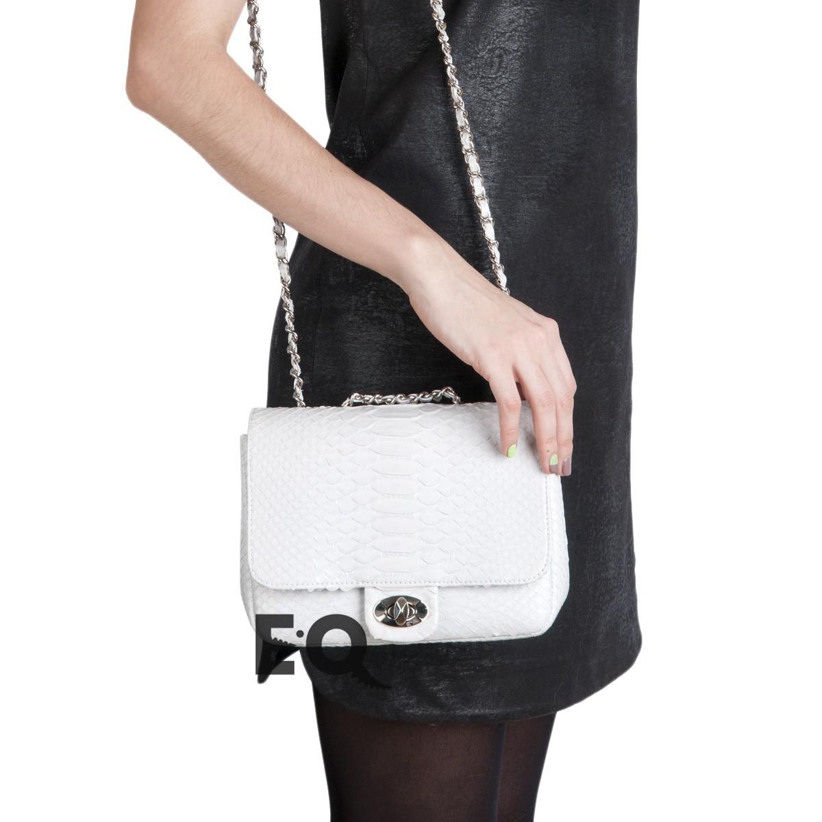 Белая сумочка Chanel из питона