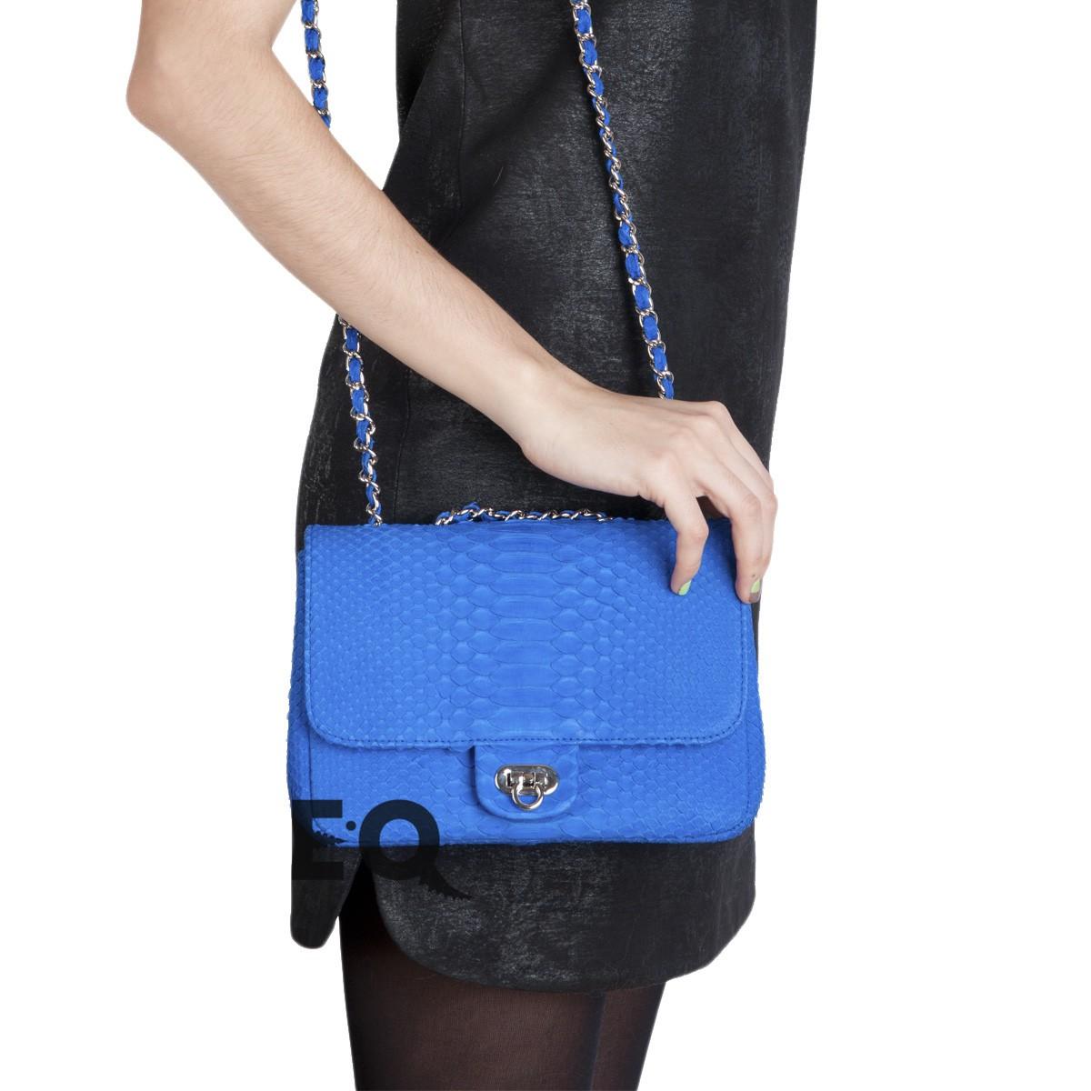 Голубая сумочка из питона