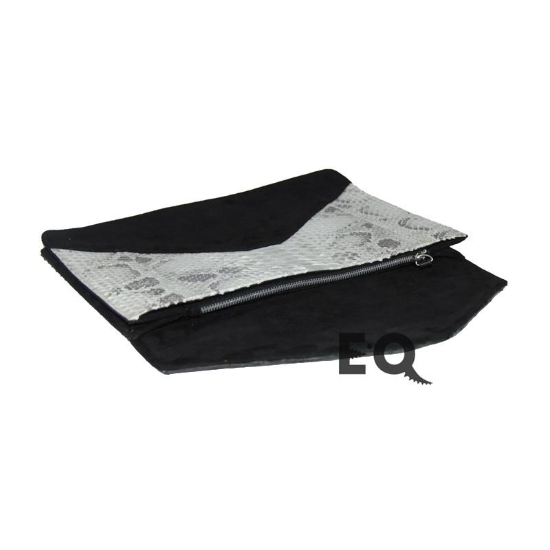 43d81fe1e419 Купить черно-белый клатч из кожи питона в интернет-магазине EXOBUTIQ ...